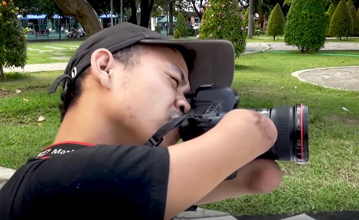 Fotógrafo que nasceu sem as mãos e as pernas arrasa atrás de sua câmera 20