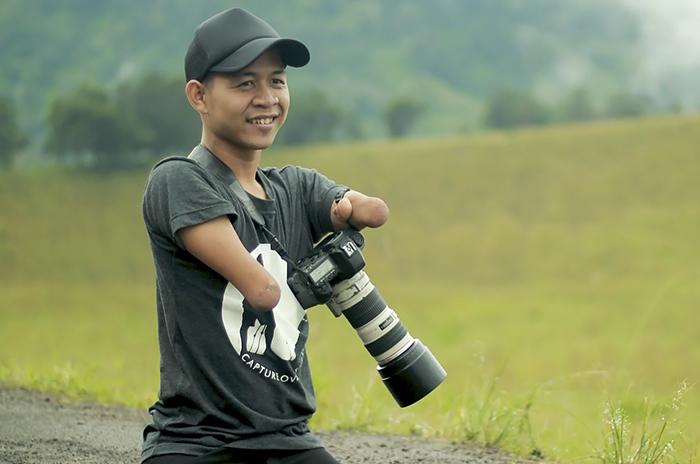 Fotógrafo que nasceu sem as mãos e as pernas arrasa atrás de sua câmera 3