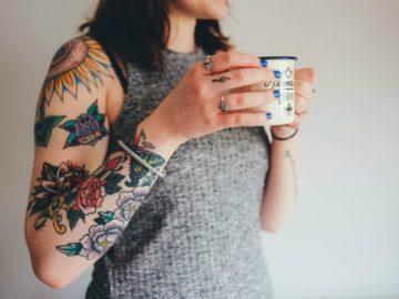 Conheça o projeto do tatuador que refaz as tatuagens das detentas, ressignificando suas vidas 3