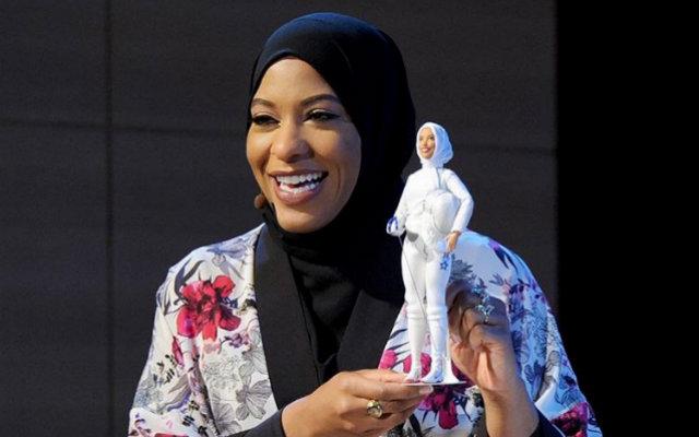Mattel anuncia a primeira Barbie de hijab, véu islâmico, em homenagem à campeã olímpica 1