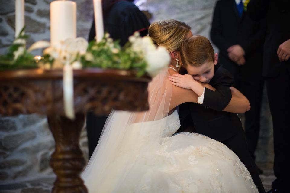 Após mal-entendidos, noiva faz votos para enteado e ex-mulher do noivo  5