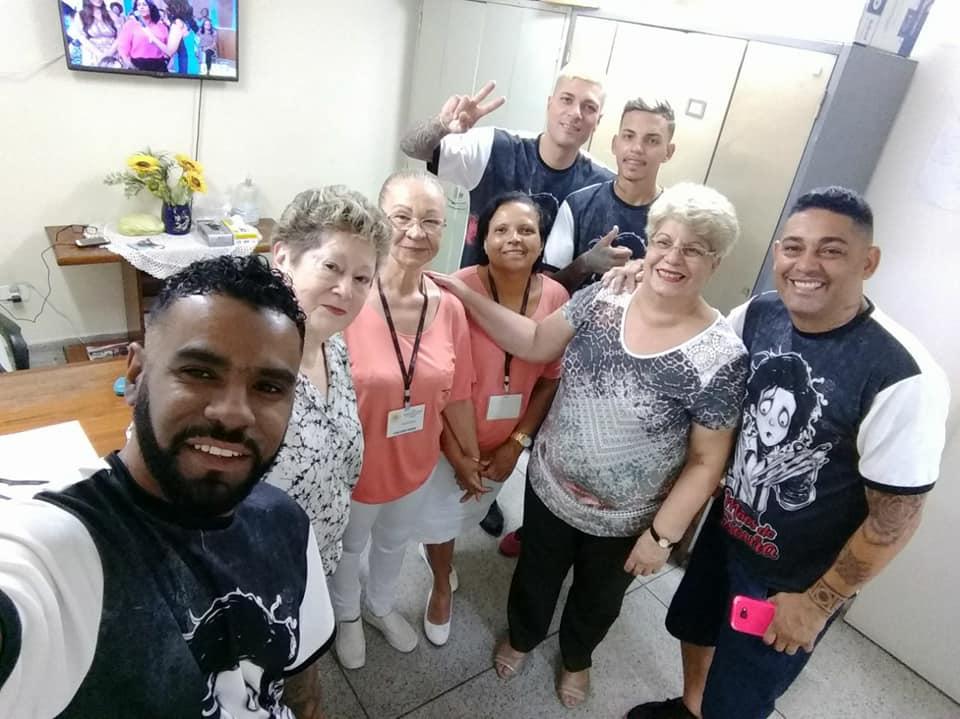 Mãos de Tesoura: voluntários cortam cabelo de pacientes de hospital em São Vicente (SP) 5