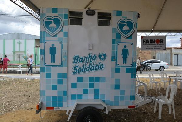 Empresário baiano adapta veículo para levar banho quentinho a pessoas em situação de rua 4