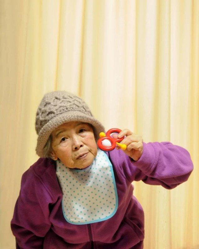 Essa vovó japonesa de 89 anos adora se fotografar em situações hilárias 2