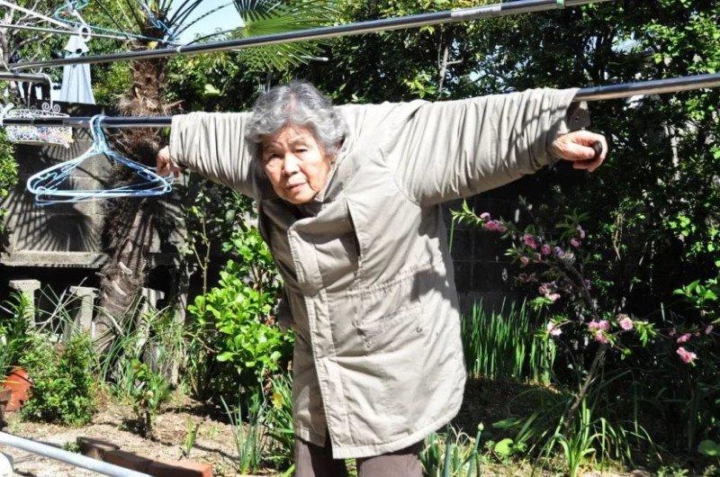 Essa vovó japonesa de 89 anos adora se fotografar em situações hilárias 4