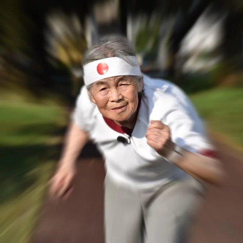 Essa vovó japonesa de 89 anos adora se fotografar em situações hilárias 8