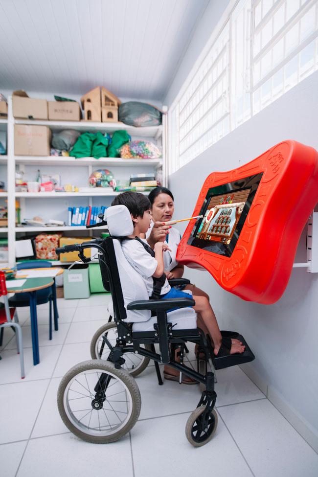 Startup brasileira cria mesa de games interativos que auxiliam crianças com dificuldades motoras ou físicas 3