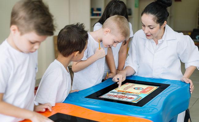 Startup brasileira cria mesa de games interativos que auxiliam crianças com dificuldades motoras ou físicas 4
