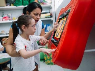 Startup brasileira cria mesa de games interativos que auxiliam crianças com dificuldades motoras ou físicas 2