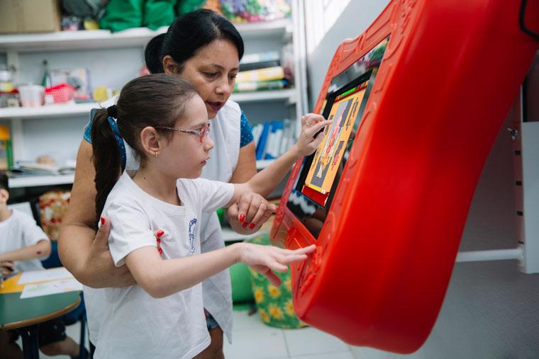 Startup brasileira cria mesa de games interativos que auxiliam crianças com dificuldades motoras ou físicas 1