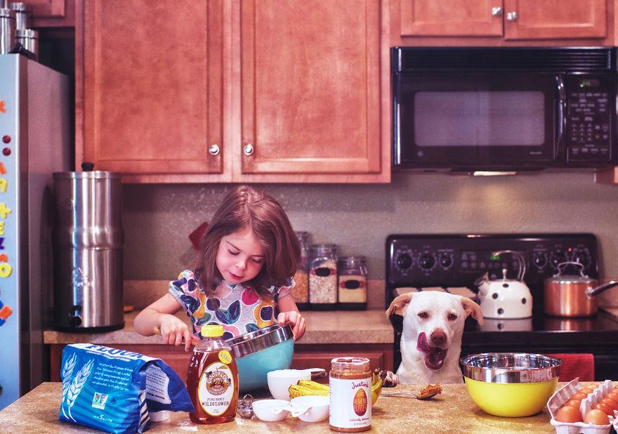 O lindo relato da adoção de uma cachorra que virou a melhor amiga dessa garotinha 8
