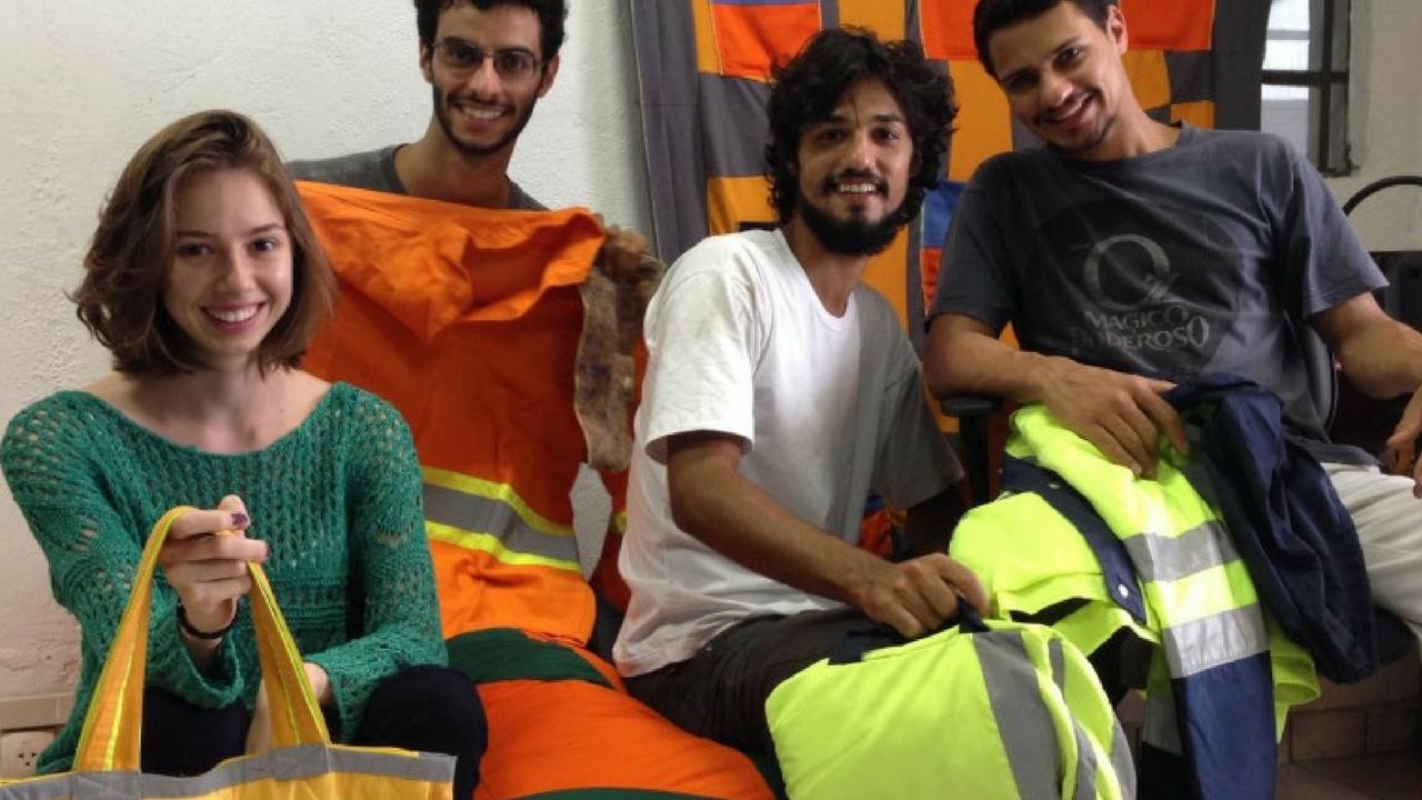 Amigos reciclam uniformes usados em negócio que empodera costureiras 3