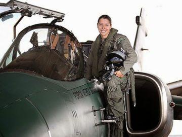 Conheça Carla Borges, a primeira pilota de caça das Forças Armadas Brasileiras 20