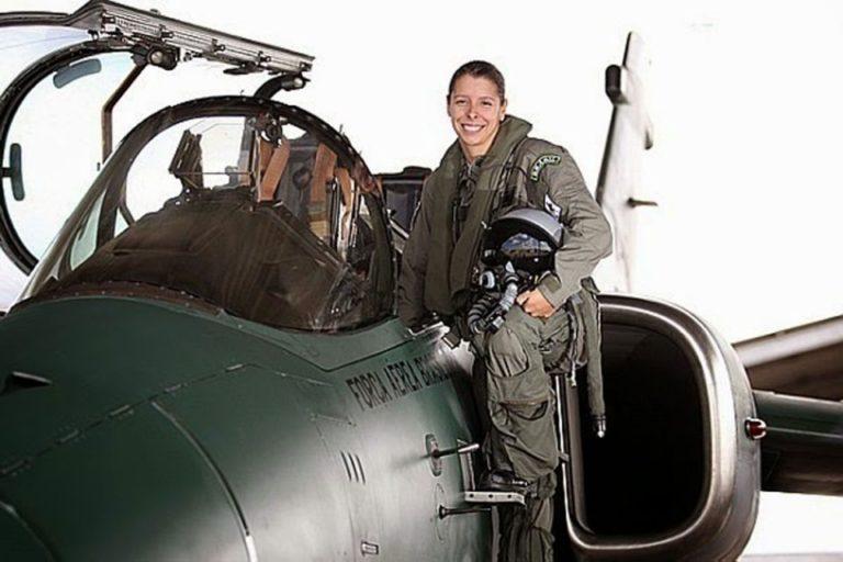 Conheça Carla Borges, a primeira pilota de caça das Forças Armadas Brasileiras 1