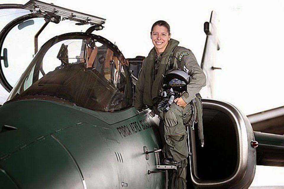 Conheça Carla Borges, a primeira pilota de caça das Forças Armadas Brasileiras 4