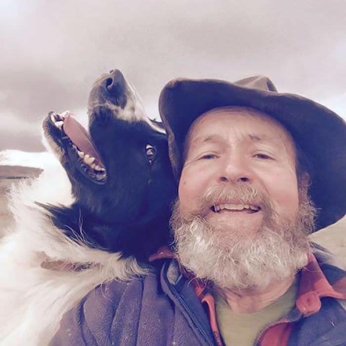 Filha ensina pai a tirar selfie sem imaginar que ele viraria uma sensação na internet 1