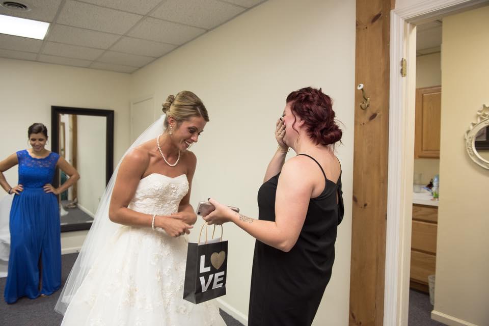 Após mal-entendidos, noiva faz votos para enteado e ex-mulher do noivo  3
