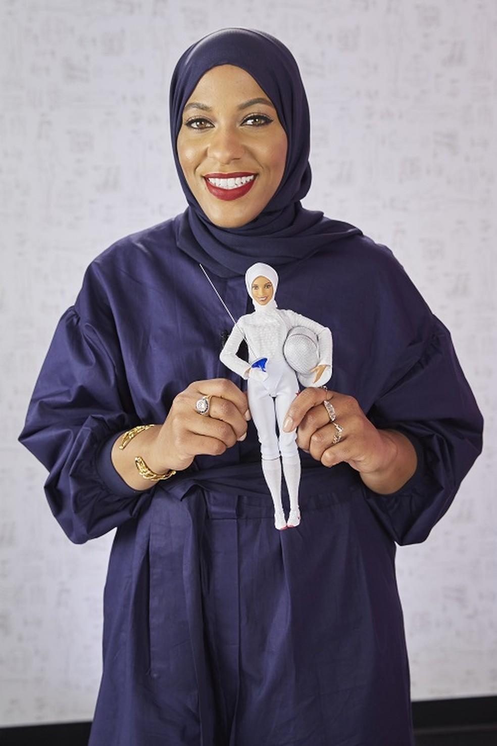 Mattel anuncia a primeira Barbie de hijab, véu islâmico, em homenagem à campeã olímpica 2