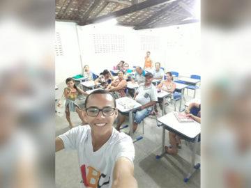 Jovem de 18 anos ensina idosos a ler e escrever no interior de Sergipe 1