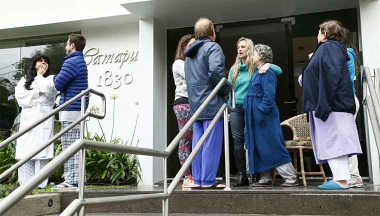 Vizinhos e padaria acolhem moradores de prédio que pegou fogo em Curitiba 1