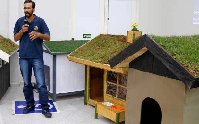 Alunos de engenharia constroem incríveis casas sustentáveis para cachorros 2