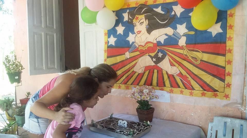Filha usa mesada (40 reais) para dar festa de aniversário à mãe que a criou sozinha 3