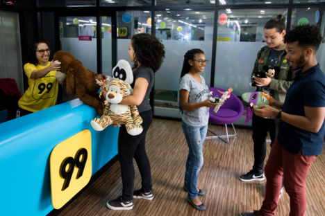 99 recebe doações de brinquedos em corridas de táxi para crianças carentes 3