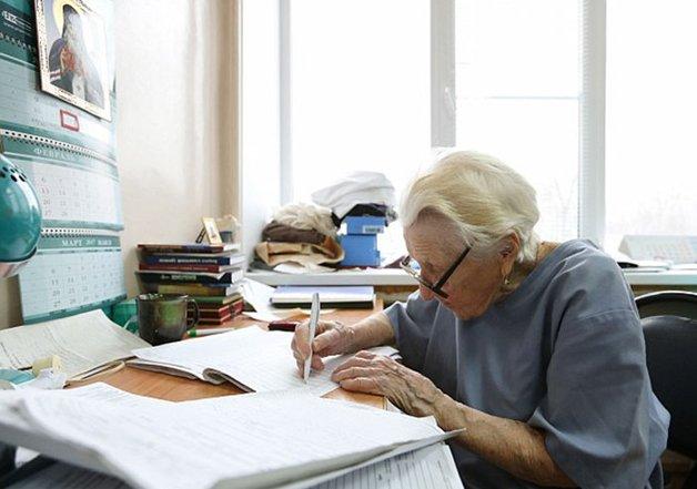 Conheça Alla Levushkina, a cirurgiã de 90 anos que faz 4 cirurgias todos os dias 5