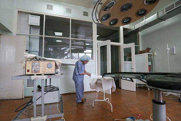 Conheça Alla Levushkina, a cirurgiã de 90 anos que faz 4 cirurgias todos os dias 14