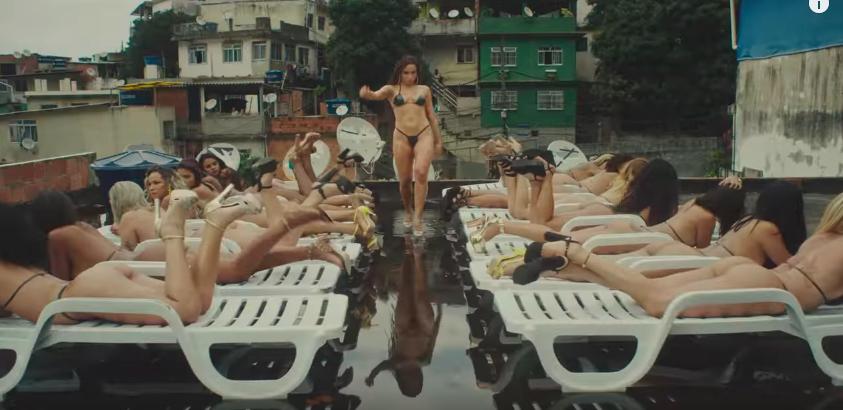 Anitta celebra a diversidade e mostra como vivem os moradores das favelas cariocas em novo clipe 2