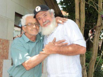 Senhor com barba de Papai Noel faz doação e mostra que sua generosidade é igual a do bom velhinho 4