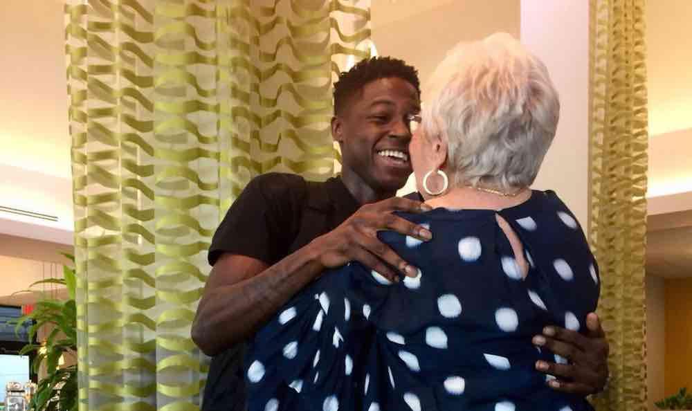 Jovem de 22 anos e senhora de 86 fazem amizade através de jogo de palavras cruzadas online 1