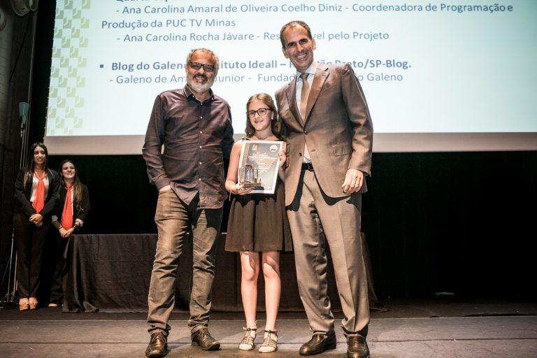 """Garota de 11 anos que criou o site """"A menina que indica livros"""" ganha prêmio por incentivar à leitura 1"""