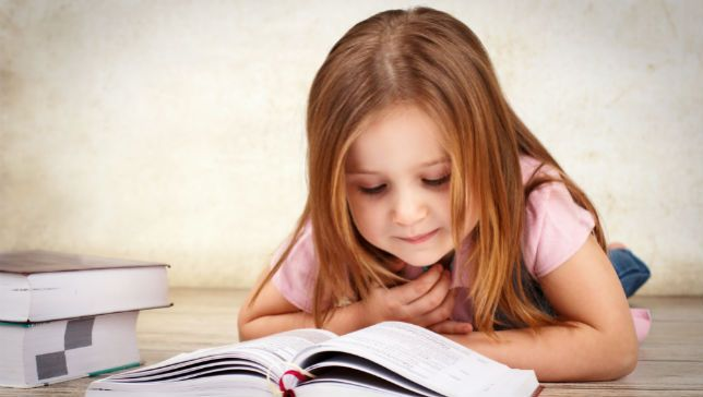 Mãe publica técnica eficaz para incentivar filha a ler e a história viraliza 1