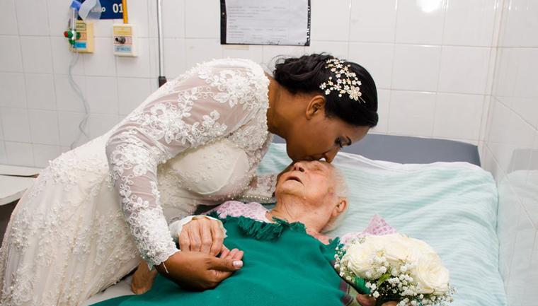 Noiva 'abandona' festa de casamento para visitar a mãe internada 1