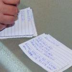 Pedreiro caminha até 40 Km para entregar cartões de visita feitos com folha de caderno 2