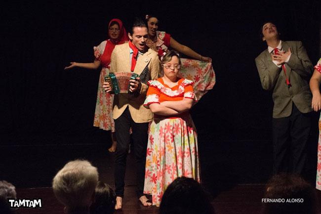 Trilha do Noel leva abraços e apresentações culturais inclusivas para as ruas de Santos, em SP 6