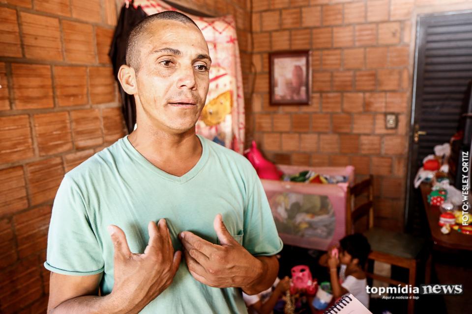 Pai solo de 4 filhas pede ajuda depois de perder emprego, e recebe generosidade de todos os lados 2