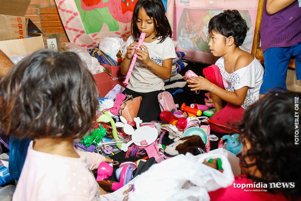Pai solo de 4 filhas pede ajuda depois de perder emprego, e recebe generosidade de todos os lados 3