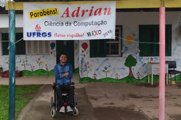 Jovem paraplégico e morador de abrigo passa no vestibular da UFRGS 2