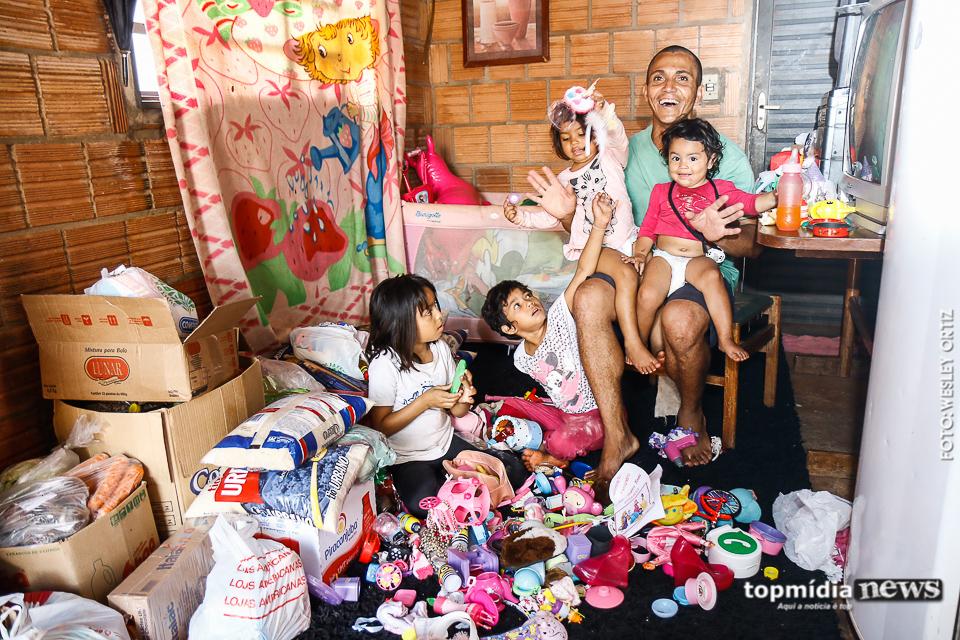 Pai solo de 4 filhas pede ajuda depois de perder emprego, e recebe generosidade de todos os lados 4