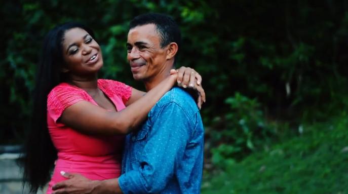 Após foto em parada de ônibus viralizar, casal ganha presentes e até festa de casamento 2