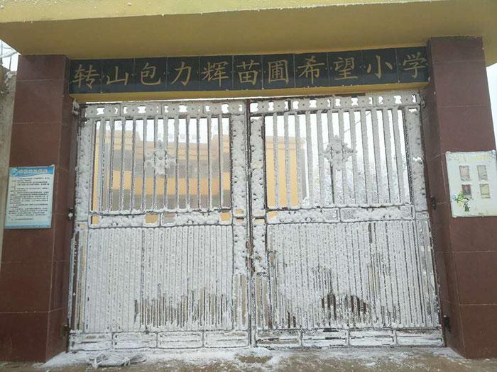 Chinês de 8 anos caminha quase 10 km na neve todos os dias para poder estudar 2