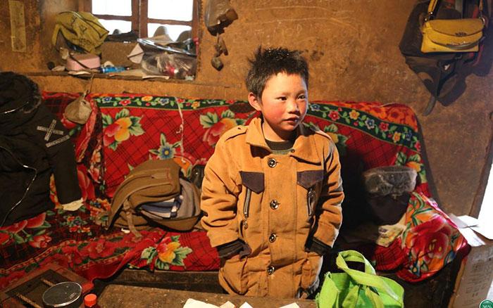 Chinês de 8 anos caminha quase 10 km na neve todos os dias para poder estudar 5