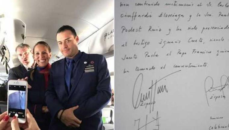 Papa celebra casamento de comissários de bordo durante voo no Chile 1
