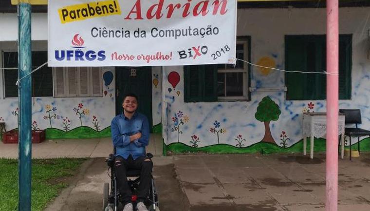 Jovem paraplégico e morador de abrigo passa no vestibular da UFRGS 1