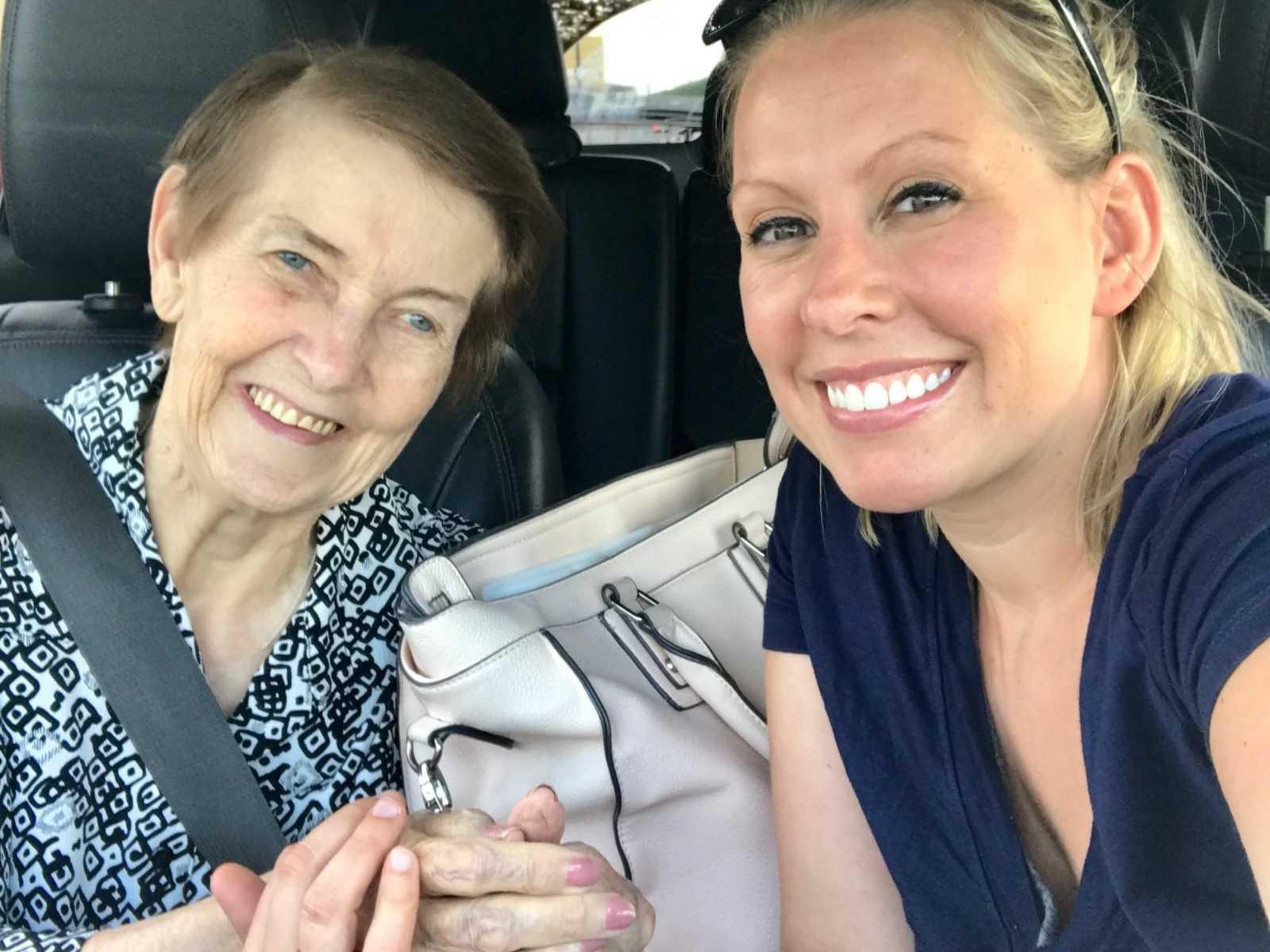 Neta deixa emprego para cuidar melhor da avó de 83 anos com Alzheimer 1
