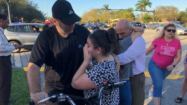 Vigia da escola da Flórida que sofreu massacre arriscou a própria vida para salvar os alunos 2