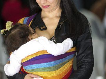 Pela primeira vez mulher trans produz leite e amamenta bebê 2