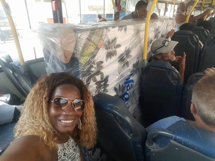 No RJ, casal compra cama box e entra no ônibus com colchão e tudo 2